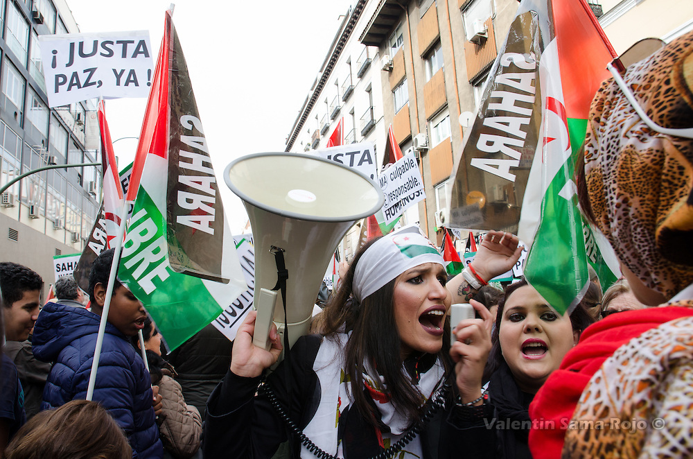 Madrid, Spain. 12th November, 2016. Women shouting using a megaphone during the demonstration for a free Sahara held in Madrid.