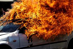 THEMENBILD - Ein Fahrzeugbrand wird am 09. Juni 2017 von Feuerwehrmännern der Grazer Berufsfeuerwehr während einer Einsatzübung am Parkplatz des Grazer Einkaufszentrums Citypark gelöscht // THEMES PICTURE - Firefighters are extinguishing a burning car during a show in a shopping mall in Graz on 09 June 2017. EXPA Pictures © 2017, PhotoCredit: EXPA/ Erwin Scheriau