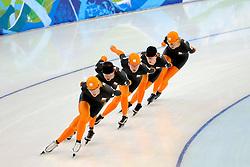 12-02-2010 SCHAATSEN: OLYMPISCHE SPELEN: TRAINING: VANCOUVER<br /> In de vroege ochtend werd de training afgewerkt / Nederland in actie<br /> ©2010-WWW.FOTOHOOGENDOORN.NL