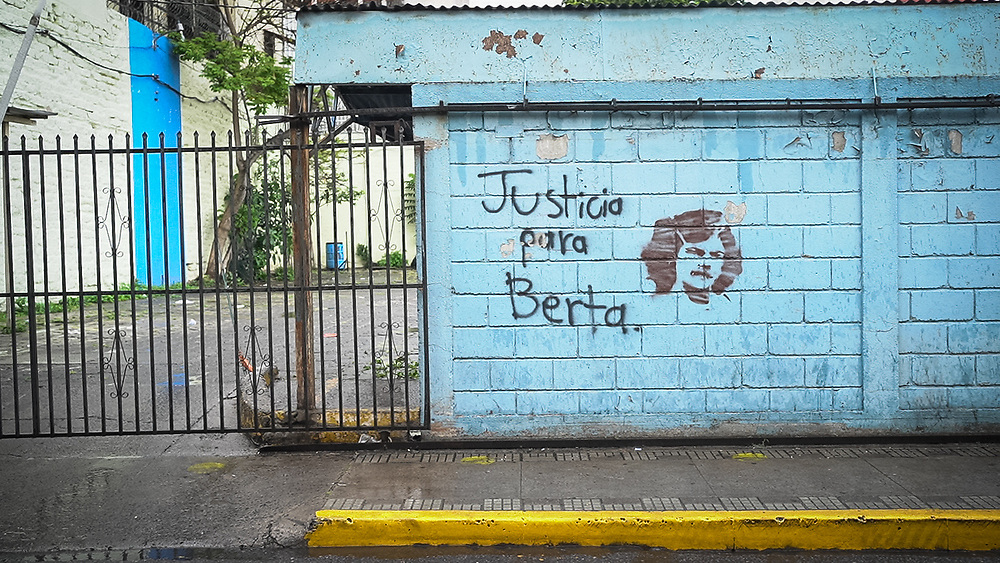 A wall in Tegucigalpa is painted with the phrase Justicia para Berta - Justice for Berta, referring to the assassinated Berta Cáceres