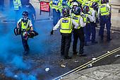 Police Clash with Protestors | Jun 7, 2020
