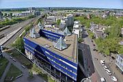 Nederland, Nijmegen: 1-5-2018 Uitzicht op het centum van Nijmegen richting Betuwe . Het politiebureau , rivier de waal en de nevengeul, spiegelwaal zijn te zien . FOTO: FLIP FRANSSEN