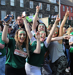 Hibernian Scottish Cup Open Top Bus Edinburgh 14 May 2016; Hibs fans cheer during the open top bus parade in Edinburgh after winning the Scottish Cup.<br /> <br /> (c) Chris McCluskie | Edinburgh Elite media
