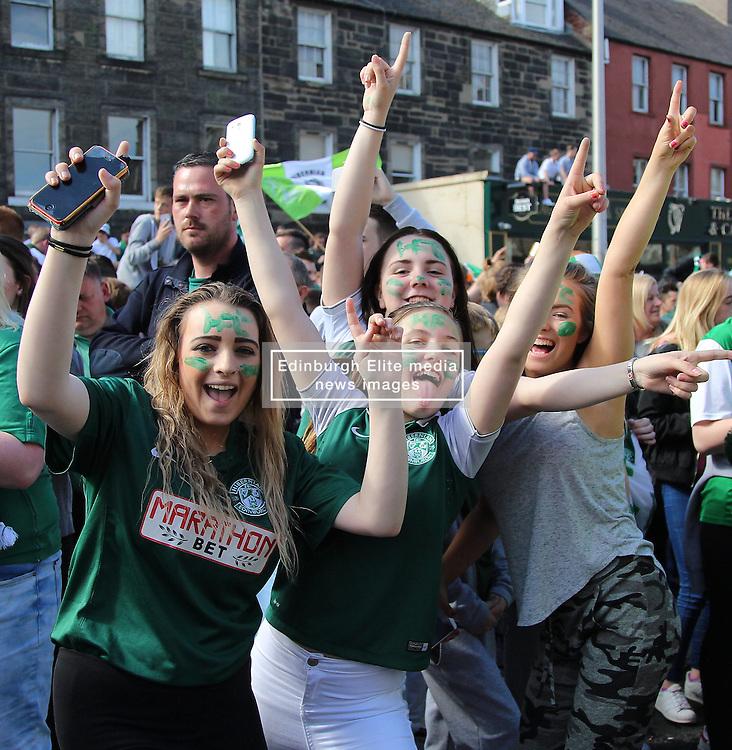 Hibernian Scottish Cup Open Top Bus Edinburgh 14 May 2016; Hibs fans cheer during the open top bus parade in Edinburgh after winning the Scottish Cup.<br /> <br /> (c) Chris McCluskie   Edinburgh Elite media