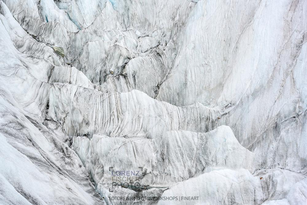 Eisstrukturen in einer tiefen Mulde des Grossen Aletschgletschers beim Konkordiaplatz, Wallis, Schweiz<br /> <br /> Ice structures in a deep hollow of the Grosser Aletschgletscher at Konkordiaplatz, Valais, Switzerland
