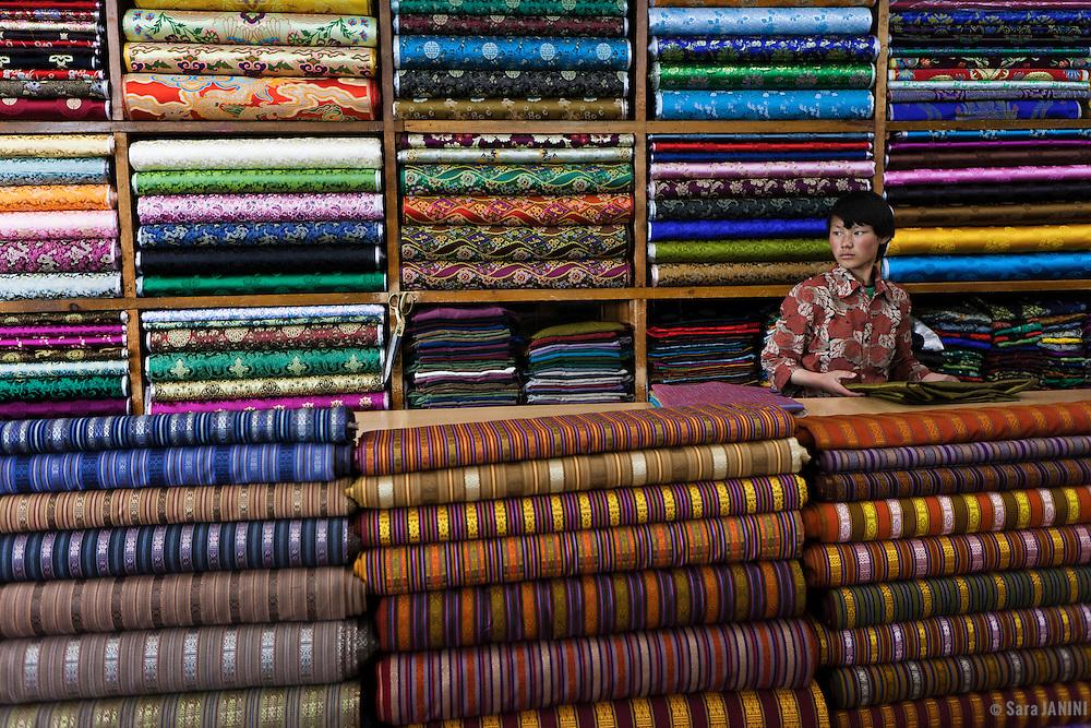 Woven fabrics for traditional dress of the Bhutanese people, Tailor shop Selphub Gyeltshen Tshongkhang, Thimphu, Bhutan, Asia