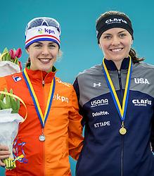 11-12-2016 NED: ISU World Cup Speed Skating, Heerenveen<br /> Marrit Leenstra pakt zilver, Heather Bergsma goud op de 1000 m