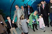 Lancering van het nieuwe (voor)leesboek Mr Finney en de andere kant van het water van Prinses Laurentien en Sieb Posthuma het Oceanium van Diergaarde Blijdorp in Rotterdam. <br /> <br /> Op de Foto:<br /> <br />  (VLNR) Prinses Laurentien en haar kinderen Eloise , Claus-Casimir , Leonore en Sieb Posthuma met echtgenoot Ton Meijer, Prins Constantijn en burgemeester Ahmed Aboutaleb.<br /> <br /> Eloise , Claus-Casimir , Leonore  Prinses Laurentien met haar dochter Leonore