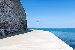 THEMENBILD - Porec ist eine Stadt an der Westkueste von der kroatischen Halbinsel Istrien, im Bild eine Strandpromenade. Aufgenommen am 12. April 2017 // Porec is a town on the western coast of the Croatian peninsula Istria, This picture shows a boardwalk, Porec, Croatia on 2017/04/12. EXPA Pictures © 2017, PhotoCredit: EXPA/ Sebastian Pucher