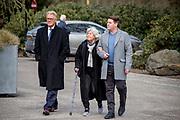 Uitvaart Mies Bouwman in een crematorium in Leusden.<br /> <br /> Op de foto:  Martijn Krabbe met zijn vader Jeroen Krabbé en moeder Herma Krabbé