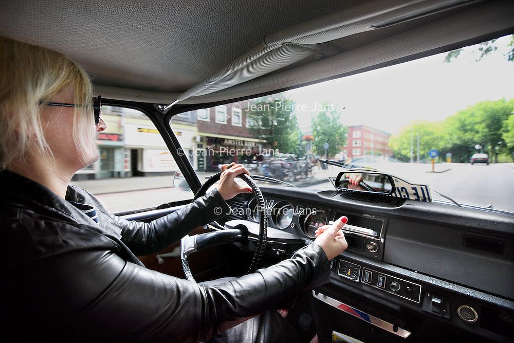 Nederland, Amsterdam , 26 juni 2011..Noelle Smit  illustrator van kinderboeken in haar Citroen DS..The oldtimer Citroën DS of children's book illustrator Noelle Smit.