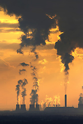 "© Licensed to London News Pictures. 25/09/2015. Drax, UK. Stock picture shows Drax Power Station in North Yorkshire. The power station has today pulled out of a £1bn plan to build a carbon capture project. The decision, the company said, was based purely ""on a drastically different financial and regulatory environment"".<br /> Drax was given European funding for the project, called White Rose, last July. It would have seen a new plant built new to Drax's existing power station and would create enough energy to power 630,000 homes, with the majority of CO2 transported by pipelines for storage under the North Sea.<br /> Photo credit: Andrew McCaren/LNP"