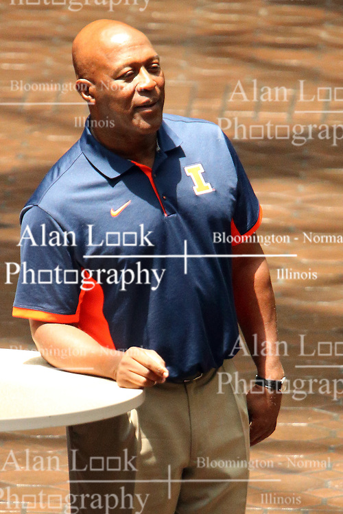 18 June 2016:   Lovie Smith, head football coach for the University fighting Illini and former NFL coach for various teams including the Chicago Bears makes a meet and greet stop at State Farm Insurance Corporate Headquarters in Bloomington Illinois.  Lovie signed autographs and posed for pictures with employees