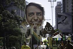 May 26, 2019 - SãO Paulo, Brazil - SÃO PAULO, SP - 26.05.2019: ATO PRO BOLSONARO EM SÃO PAULO - Protesters accompany the Bolsonaro government&# support act act on Avenida Paulista this afternoon (26). Act was called in response to the president's lacksuf support. (Credit Image: © Bruno Rocha/Fotoarena via ZUMA Press)