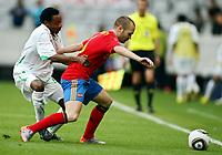 Fotball<br /> Spania v Saudi Arabia<br /> Innsbruck Østerrike<br /> 29.05.2010<br /> Foto: Gepa/Digitalsport<br /> NORWAY ONLY<br /> <br /> FIFA Weltmeisterschaft 2010 in Suedafrika, Vorberichte, Vorbereitung, Vorbereitungsspiel, Freundschaftsspiel, Laenderspiel, Spanien vs Saudi Arabien.<br /> <br /> Bild zeigt Shuhail Abdullah Jaman (KSA) und Andres Iniesta (ESP).