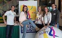 DEN HAAG - Medewerkers van de KNHB. de Vrijwilligers voor het World Cup Hockey 2014 kwamen zaterdag in het Kyocera voetbalstadion voor het eerst bijeen. FOTO KOEN SUYK