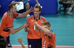19-09-2000 AUS: Olympic Games Volleybal Nederland - Australie, Sydney<br /> Nederland wint vrij eenvoudig van Australie met 3-0 / Bas van de Goor, Martin van der Horst, Peter Blange