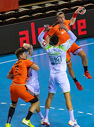 11-04-2019 NED: Netherlands - Slovenia, Almere<br /> Third match 2020 men European Championship Qualifiers in Topsportcentrum in Almere. Slovenia win 26-27 / Ivo Steins #17 of Netherlands, Borut Mackovsek #51 of Slovenia, Toon Leenders #7 of Netherlands