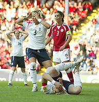 Fotball<br /> Em 2005 kvinner<br /> 08.06.2005<br /> England v Danmark<br /> Foto: SBI/Digitalsport<br /> NORWAY ONLY<br /> <br /> England's Rachel Unitt cant believe a chance to score has just been missed.