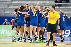 10-12-2014 CRO: EHF EK Nederland - Zweden, Varazdin<br /> Players of Sweden celebrate after the handball match between Netherlands and Sweden at 11th EHF European Women's Handball Championship Hungary-Croatia 2014<br /> *** USE NETHERLANDS ONLY ***