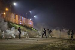 """Das sogenannte îJungleî Fluechtlingscamp am Rande der franzoesischen Stadt Calais, am Wochenende vor der angesetzten Raeumung. Viele tausend Migranten und Fluechtlinge harren teilweise seit Jahren in der Hafenstadt aus in der Hoffnung den Aermelkanal nach Groflbritannien ueberqueren zu koennen. Die franzoesischen Behoerden kuendigten an, dass sie das Camp, indem derzeit bis zu bis zu 10.000 Menschen leben K¸rze raeumen werden. ***So called îJungle"""" refugee camp on the outskirts of the French city of Calais on the weekend before the scheduled eviction. Many thousands of migrants and refugees are waiting in some cases for years in the port city in the hope of being able to cross the English Channel to Britain. French authorities announced that they will shortly evict the camp where currently up to up to 10,000 people live.***"""