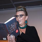 NLD/Bergen/20131114 - Boekpresentatie Saskia Noort - Debet, Saskia Noort leest voor uit het nieuwe boek