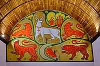 France, Morbihan (56), forêt de Brocéliande, Tréhorenteuc, église Sainte-Onenne ou la chapelle du Graal dédiée à la mythogie arthurienne, la mosaïque du Cerf blanc au collier d'or dessinée par Jean Delpech sur les indications de l'abbé Gillard // France, Morbihan (56), Forest of Brocéliande, Tréhoreneuk, Church of Sainte-Onenne or the Chapel of the Grail dedicated to the Arthurian mythogy, the mosaic of the white deer at the golden collar designed by Jean Delpech on the directions of Father Gillard