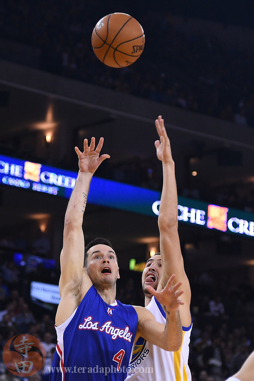 November 5, 2014; Oakland, CA, USA; Los Angeles Clippers guard J.J. Redick (4) shoots the basketball against Golden State Warriors guard Klay Thompson (11, right) during the first quarter at Oracle Arena.