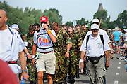 Nederland, Nijmegen, 20-7-2010Op de Wedren startten om 3 uur de eerste lopers van de 4daagse. Op de Oosterhoutsedijk waren extra waterpunten ingericht. Foto: Flip Franssen/Hollandse Hoogte