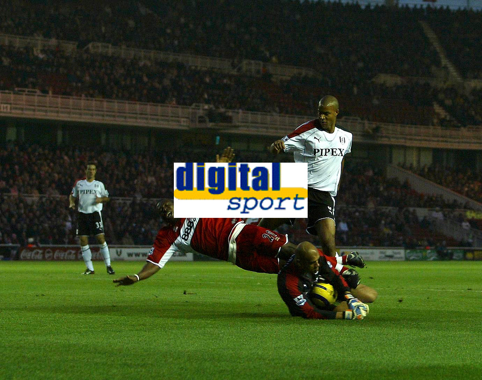 Photo: Andrew Unwin.<br /> Middlesbrough v Fulham. The Barclays Premiership.<br /> 20/11/2005.<br /> Middlesbrough appeal for a penalty as Fulham's goalkeeper, Tony Warner, claims the ball in front of Middlesbrough's Yakubu.