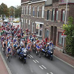 30-09-2016: Wielrennen: Olympia Tour: Zutphen  <br />ZUTPHEN (NED) wielrennen  <br />Peloton tijdens de neutralisatie van de vierde etappe