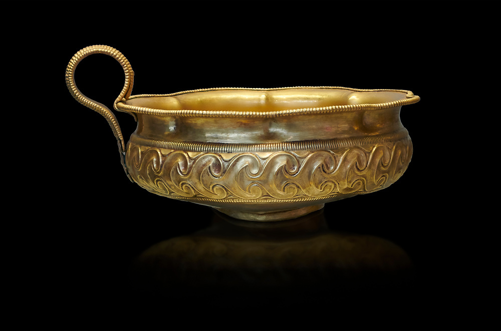 Mycenaean gold cup with ivy leaf decoration from the Mycenaean cemetery of Midea tomb 10, Dendra, Greece. National Archaeological Museum Athens Cat no 8743. Black Background .<br /> <br /> If you prefer to buy from our ALAMY PHOTO LIBRARY  Collection visit : https://www.alamy.com/portfolio/paul-williams-funkystock/mycenaean-art-artefacts.html . Type -   Athens    - into the LOWER SEARCH WITHIN GALLERY box. Refine search by adding background colour, place, museum etc<br /> <br /> Visit our MYCENAEN ART PHOTO COLLECTIONS for more photos to download  as wall art prints https://funkystock.photoshelter.com/gallery-collection/Pictures-Images-of-Ancient-Mycenaean-Art-Artefacts-Archaeology-Sites/C0000xRC5WLQcbhQ