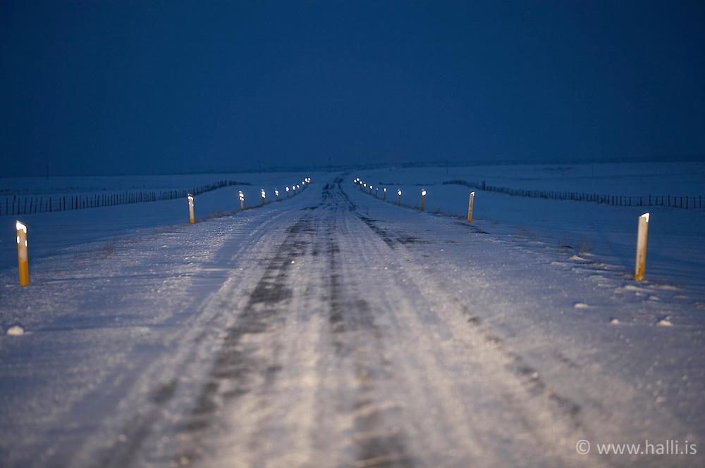 Ísilagður vegur á Snæfellsnesi / Ice covered road at Snæfellsnes, Iceland
