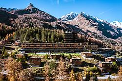 THEMENBILD – Hotel Gradonna Mountain Resort, Berge der Granatspitzgruppe Blauspitz (2575 m), schneebedeckte Gipfel der Kendlspitze (3085 m). Kals am Großglockner, Österreich am Montag, 12. November 2018 // Hotel Gradonna Mountain Resort, mountains of the Granatspitzgruppe from the left Blauspitz (2575 m), snow-capped peaks of the Kendlspitze (3085 m).. Monday, November 12, 2018 in Kals am Grossglockner, Austria. EXPA Pictures © 2018, PhotoCredit: EXPA/ Johann Groder