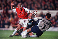 Fredrik Ljungberg beats Attilio Lonbardo and slips the ball past Lazio goalkeeper Luca Marchegiani to score his and Arsenals 2nd goal. Arsenal 2:0 Lazio, Highbury Stadium, UEFA Champions League, Group B, 27/9/2000. Credit Colorsport / Stuart MacFarlane.