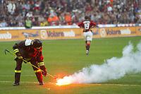 Milano 2/5/2004 Campionato Italiano Serie A - Matchday 32<br />Milan Roma 1-0 <br />Milan Campione d'Italia - Milan wins italian championship <br />Un vigile del fuoco raccoglie un petardo lanciato dai tifosi della Roma.<br /><br />A fireman collects a firecracker thrown by Roma fans