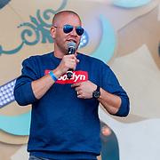 NLD/Almere/20180825 - Festival Zand 2018, presentator Jeroen van Koningsbruggen
