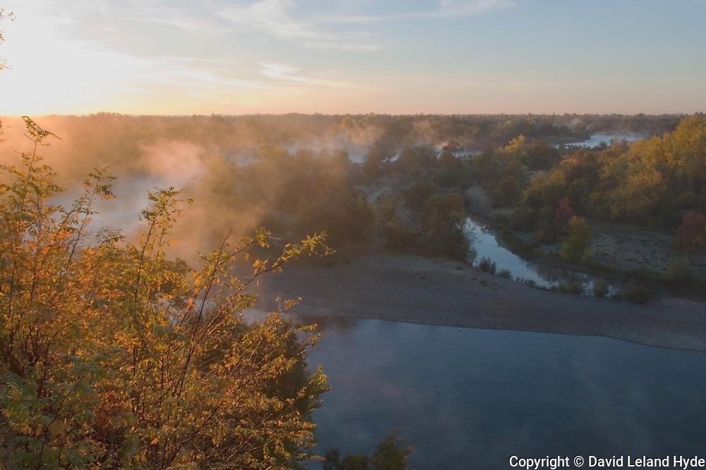 Dawn, American River From Fair Oaks Bluffs, Sacramento, California Rivers, Sacramento CA, sunlight through clouds, American River Parkway, mixed forest