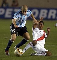 Fotball<br /> VM-kvalifisering<br /> Peru v Argentina<br /> Lima<br /> 4. september 2004<br /> Foto: Digitalsport<br /> NORWAY ONLY<br /> <br /> ANDRES D'ALESSANDRO (ARG), ROBERO PALACIOS AND JUAN JAYO (PERU)
