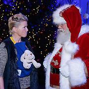 NLD/Hilversum/20121207 - Skyradio Christmas Tree, Anita Witzier met de kerstman
