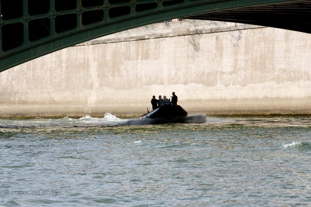 Paris, France. 1er Mai 2009..Brigade Fluviale de Paris...Paris, France. May 1st 2009..Paris fluvial squad...