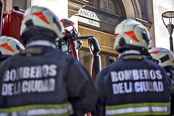 October 29, 2019, Buenos Aires, Federal Capital, Argentina: Only 2 days after the presidential elections that were held in the Republic of Argentina, the Firefighters, the Federal Police and the SAME staff attended the staff of the central branch of the National Bank, in front of the Government House, after registering  A fire on the terrace of the building. (Credit Image: ©  Roberto Almeida Aveledo/ZUMA Wire)