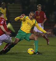 Photo: Mark Stephenson.<br />Crewe Alexander v Swansea City. Coca Cola League 1. 26/12/2006.<br />Swansea's Darren Pratley on the ball.