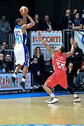 DESCRIZIONE : Cantù Lega A 2012-13 Acqua Vitasnella Cantù EA7Emporio Armani Milano  <br /> GIOCATORE : Michael Jenkins<br /> CATEGORIA : Tiro<br /> SQUADRA : Acqua Vitasnella Cantù<br /> EVENTO : Campionato Lega A 2013-2014<br /> GARA : Acqua Vitasnella Cantù EA7Emporio Armani Milano <br /> DATA : 23/12/2013<br /> SPORT : Pallacanestro <br /> AUTORE : Agenzia Ciamillo-Castoria/I.Mancini<br /> Galleria : Lega Basket A 2013-2014  <br /> Fotonotizia : Cantù Lega A 2013-2014 Acqua Vitasnella Cantù EA7Emporio Armani  Milano <br /> Predefinita :