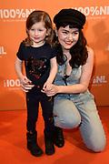 100% NL Awards 2018 in Panama, Amsterdam.<br /> <br /> Op de foto:  Jennie Lena en dochter Charlie