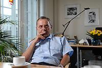 18 JUL 2007, BERLIN/GERMANY:<br /> General Wolfgang Schneiderhan, Generalinspekteur der Bundeswehr, waehrend einem Interview, in seinem Buero, Bundesministerium der Verteidigung<br /> IMAGE: 20070718-02-024