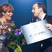 NLD/Den Bosch/20110221 - Premiere Simple the Best tour van Ruth Jacott, Ruth krijgt de Lifetime Wellness Award