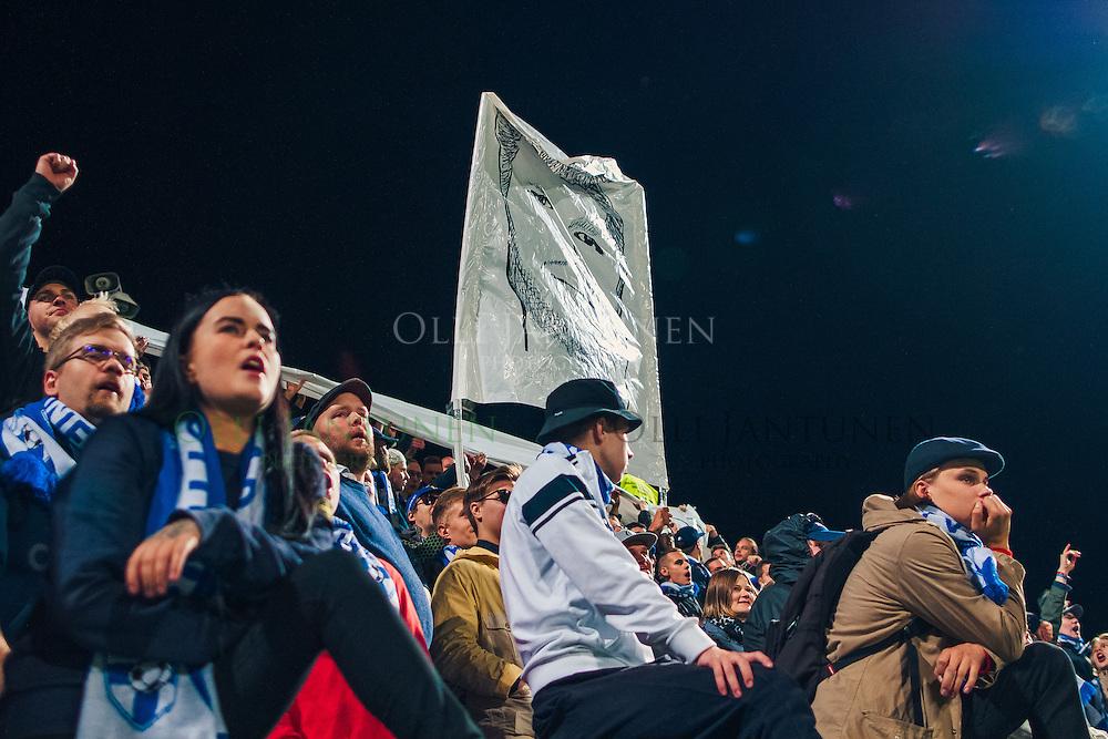Perparim Hetemaj'ta tukeva tifo nousi Pohjoiskaarteesta MM2018-karsintaottelussa Suomi - Kosovo. Veritas stadion, Turku, Suomi. 5.9.2016.