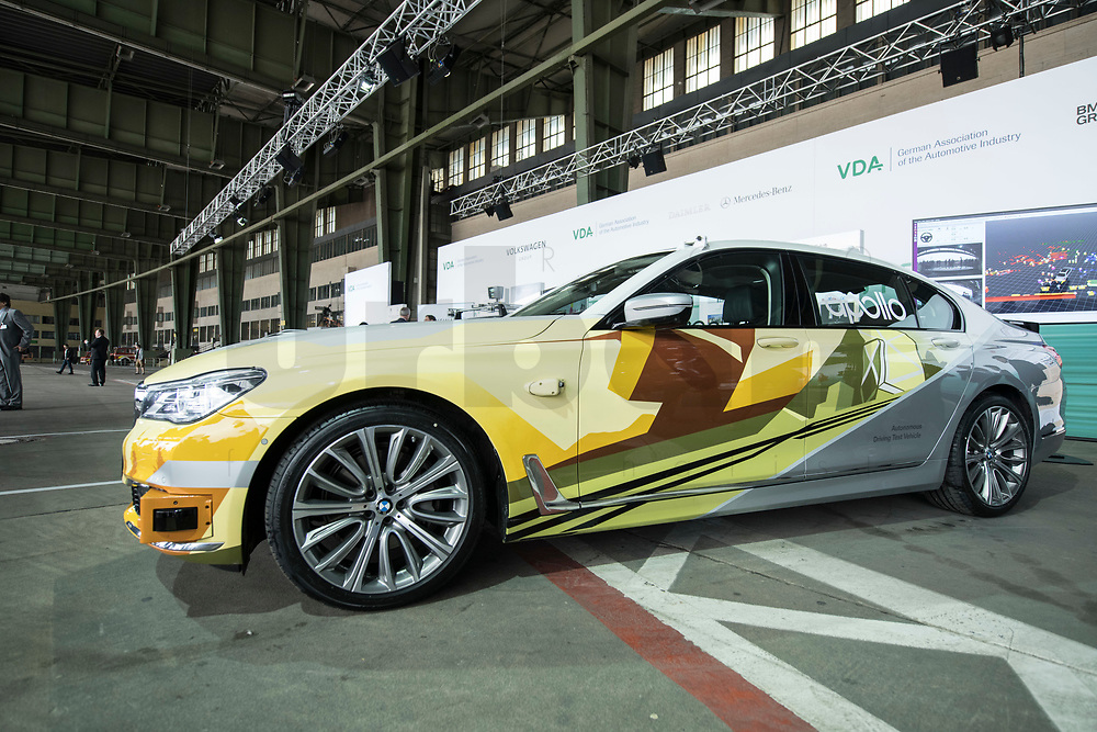 10 JUL 2018, BERLIN/GERMANY:<br /> Testfahrzeug fuer autonomes Fahren der BMW Group, Flughafen Tempelhof<br /> IMAGE: 20180710-01-017