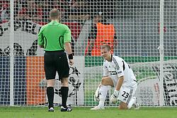 28.09.2011, BayArena, Leverkusen, GER, UEFA CL, Gruppe E, Bayer 04 Leverkusen (GER) vs KRC Genk (BEL), im Bild.Bernd Leno (Torwart Leverkusen/Leihe aus Stuttgart) verletzt macht aber weiter..// during the UEFA CL, group E, Bayer Leverkusen vs KRC Genk  on 2011/09/28, at BayArena, Leverkusen, Germany. EXPA Pictures © 2011, PhotoCredit: EXPA/ nph/  Mueller *** Local Caption ***       ****** out of GER / CRO  / BEL ******